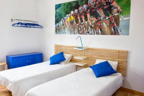 Een bed of bedden in een kamer bij Villa Canary Wave