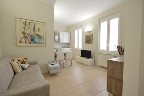 A seating area at Appartamento Tortona Navigli