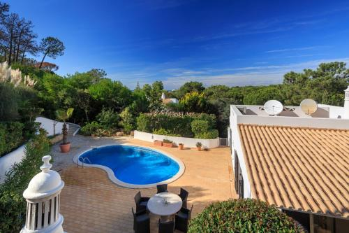 A view of the pool at Casa Jolie or nearby