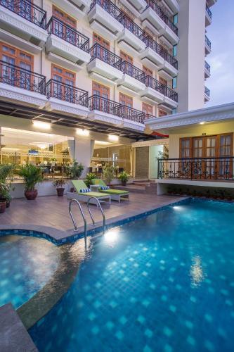 The swimming pool at or close to Prima In Hotel Malioboro