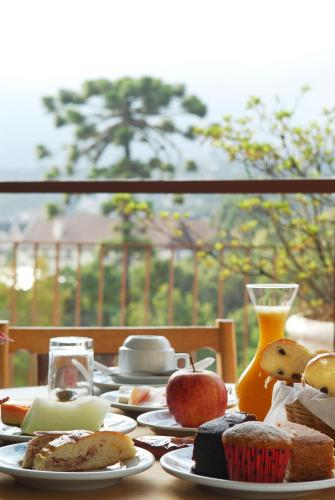 Breakfast options available to guests at Campos do Jordão Parque Hotel