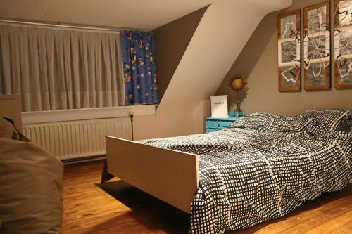 Een bed of bedden in een kamer bij La Crème