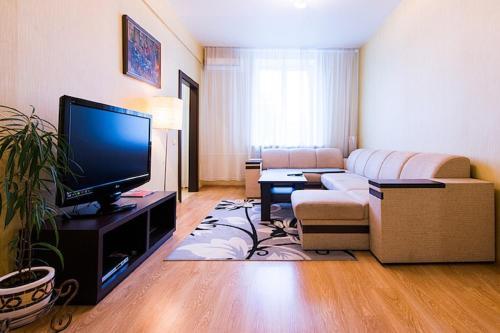 Телевизор и/или развлекательный центр в FlatComfort Nezavisimosti 44