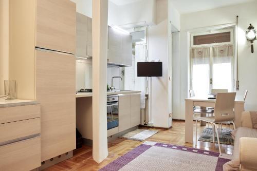 A kitchen or kitchenette at Maison de Amelie