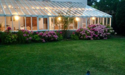 Banquet facilities at the vacation home