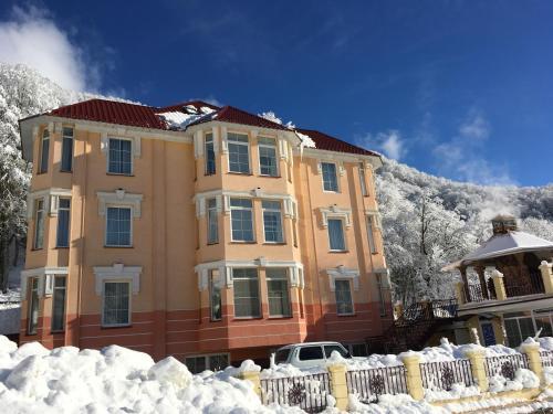 Апарт-отель «Горный Хрусталь» зимой