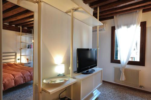 Télévision ou salle de divertissement dans l'établissement Apartment sun Venice