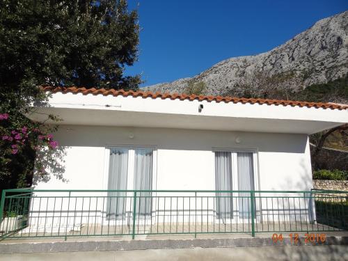 Ein Balkon oder eine Terrasse in der Unterkunft Holiday House Zorra