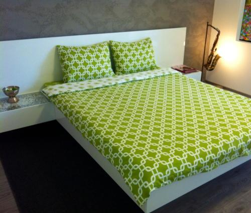 A bed or beds in a room at The Kiss Apartment