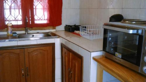 A kitchen or kitchenette at 1 Bedroom Down White 1