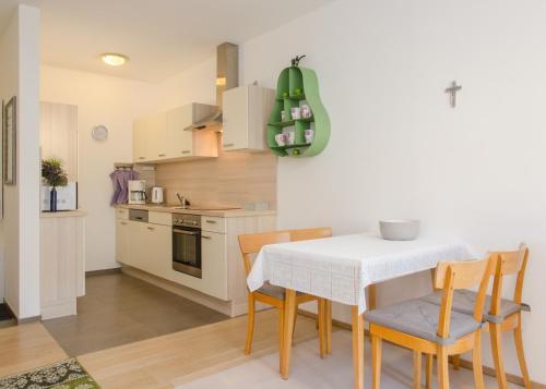 Küche/Küchenzeile in der Unterkunft Ferienwohnung Lechner