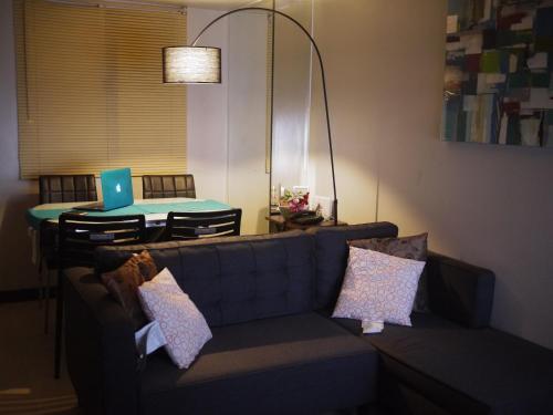 A seating area at Condominium Unit