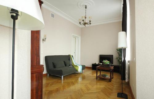 A seating area at Apartment Nice on Sadovaya-Triumfalnaya