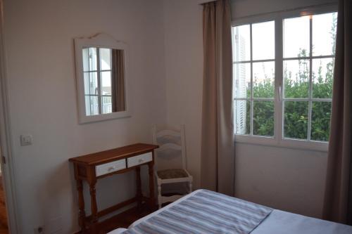 Ein Bett oder Betten in einem Zimmer der Unterkunft Apartamentos Castell Sol