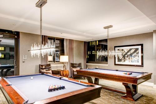 A billiards table at Pelicanstay at Newport