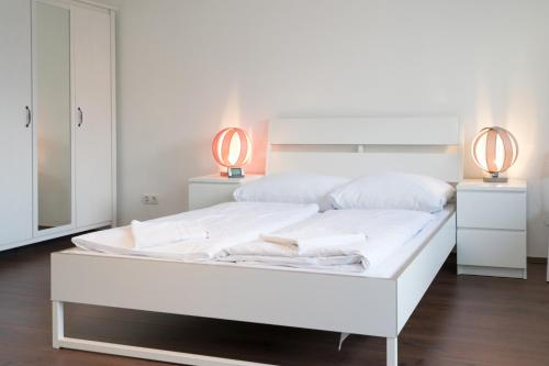 A bed or beds in a room at Mainhatten Apartment
