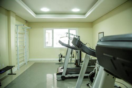 The fitness centre and/or fitness facilities at Le Village Flats Hotel e Business