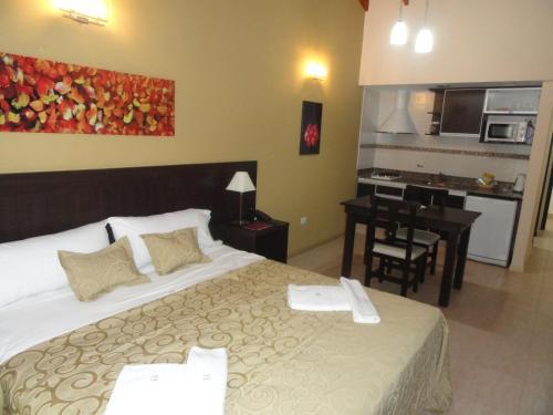 Una cama o camas en una habitación de Antares Apart Hotel