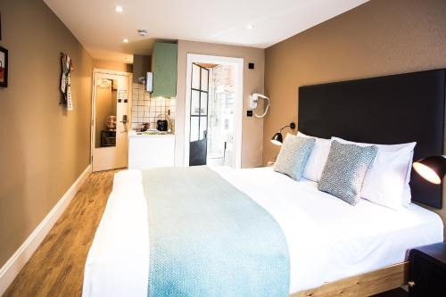 A bed or beds in a room at room2 Hammersmith