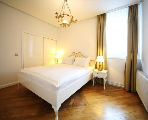 Postelja oz. postelje v sobi nastanitve ApartHotel Vila Minka