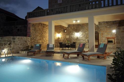 The swimming pool at or near Villa Bellezza