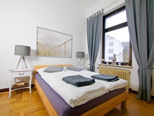 Ein Bett oder Betten in einem Zimmer der Unterkunft Ferienwohnungen an der Lahn