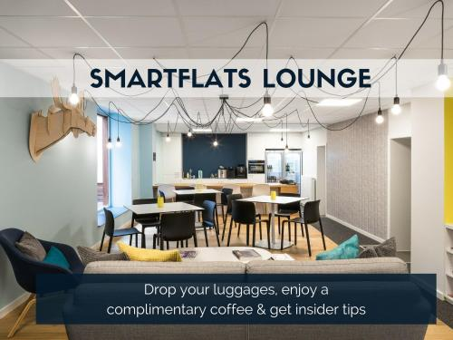A restaurant or other place to eat at Smartflats Design - L42