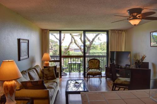 A seating area at Maui Vista 2220