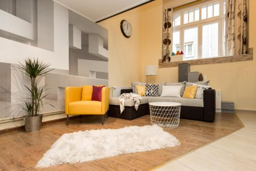 A seating area at Trendy Apartment by the Danube