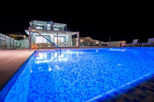 The swimming pool at or close to Francis & Gregorys Luxury Villas