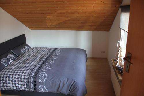 Ein Bett oder Betten in einem Zimmer der Unterkunft private Ferienwohnung