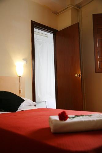 Кровать или кровати в номере Duquesa Bed & Breakfast