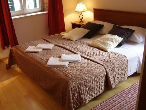 A bed or beds in a room at Split Artistic Apartments