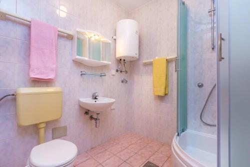 A bathroom at Apartment Stole