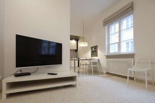 Telewizja i/lub zestaw kina domowego w obiekcie Capital Apartments - Old Town