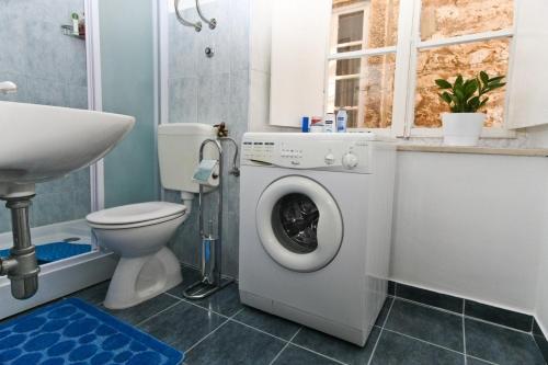 A bathroom at Festa Stradun Apartment