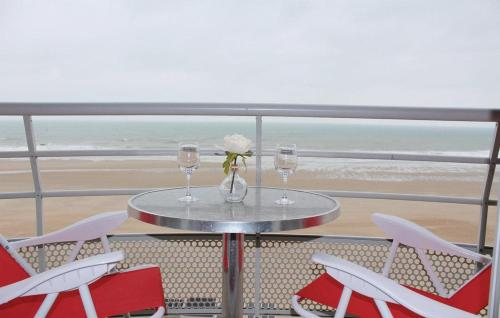 "A balcony or terrace at Apartment ""Zeezicht"""