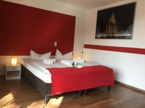 Ein Bett oder Betten in einem Zimmer der Unterkunft Hotel & Apartments Altstadtperle