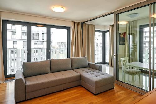 Гостиная зона в 006 Angel Apartment