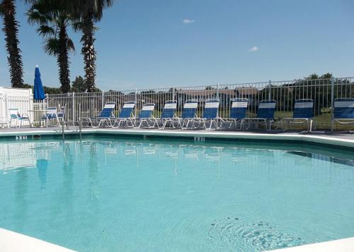 The swimming pool at or close to Villas at Island Club by Sun Country Villas