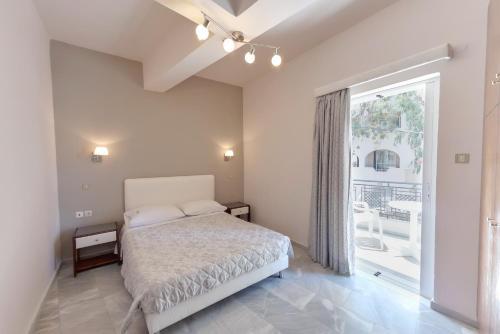 Cama ou camas em um quarto em Tarra Apartments