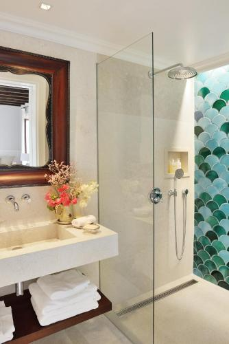 Een badkamer bij Cal Reiet Holistic Retreat