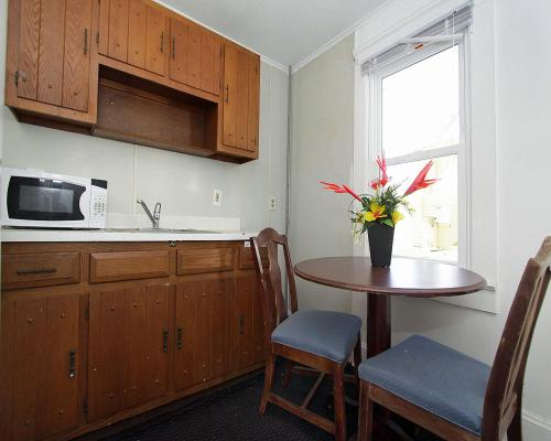 A kitchen or kitchenette at Shore Beach Houses - 38 C Lincoln Avenue