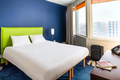 A bed or beds in a room at Aparthotel Adagio Paris Centre Tour Eiffel
