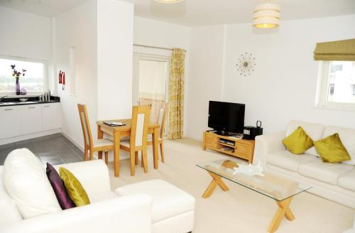A seating area at Century Wharf Serviced Apartments