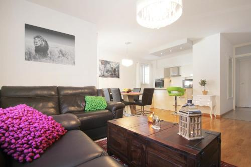 A seating area at Apartment Marieta