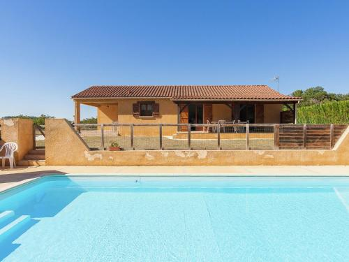 The swimming pool at or near Beautiful Holiday home in Masclat with Enclosed Garden