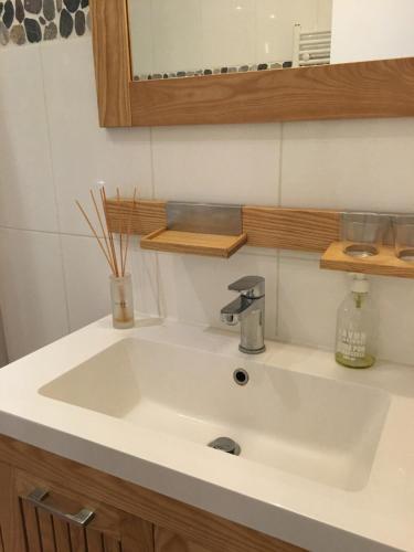 A bathroom at Studio Bourdonnais