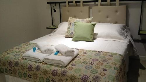 Una cama o camas en una habitación de Atardeceres Apart Hotel