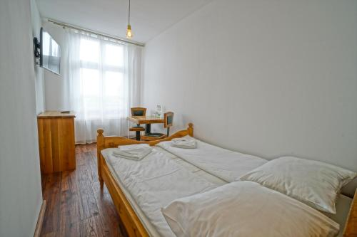 A bed or beds in a room at Apartamenty Grodzka 8